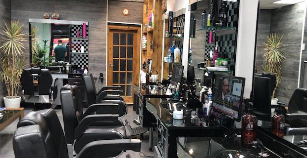 Enfield Town Bölgesinde Berber Shop Satılıktır