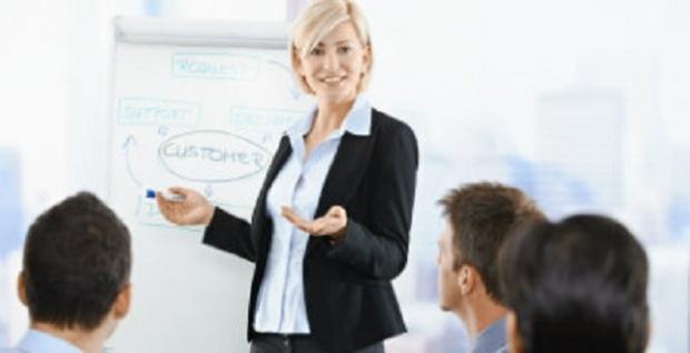 Türkçe diksiyon ve haber okuma tekniği dersleri verilir