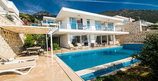 Çeşme marina'da vip, müstakil satılık villa