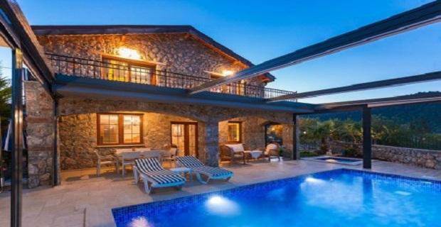 Bu fırsat kaçmaz! Alanya'da denize sıfır satılık triplex villa