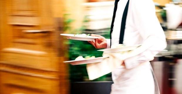 Restoranda çalışacak bulaşıkçı ve garsonlar aranıyor