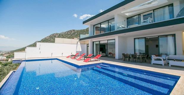 Antalya'da denize yakın lüks sezonluk kiralık villa