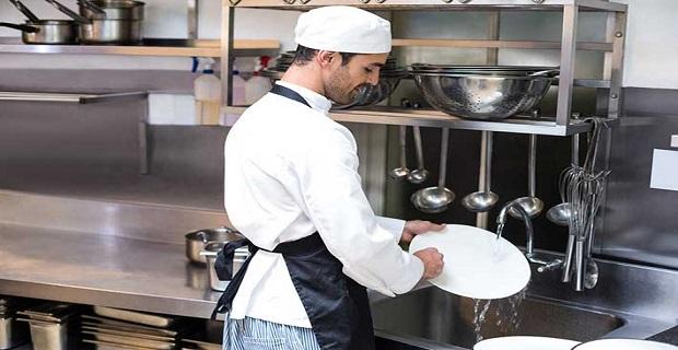 Restoranda çalışacak mezeci, grillci, mutfak komisi, acemi eleman ve bulaşıkçı aranıyor.