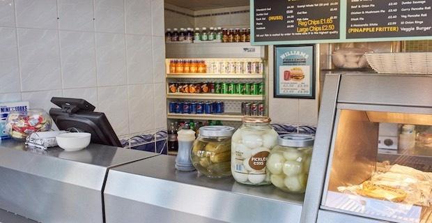 İngiltere'de Northamptonshire bölgesinde satılık fish and chips