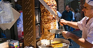 Türk restoranında çalışacak; döner kesebilen, servis elemanı aranıyor.