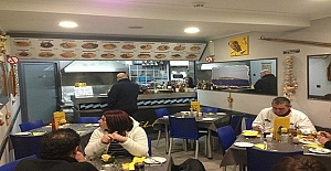 Crawley Bölgesinde Kebab Fish and Chip Shop'a Servis Elemanı