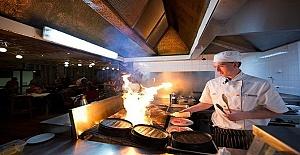 Guildford Surrey'de Fish and Chips Restorana Şef